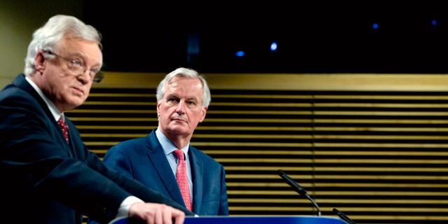 David Davis och Michel Barnier.  Virginia Mayo / TT / NTB Scanpix