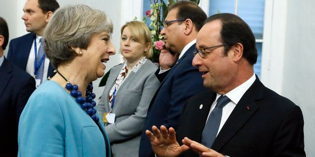 Theresa May och François Hollande. Yves Herman / TT / NTB Scanpix