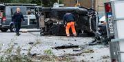 Polisens tekniker undersöker bilen. Johan Nilsson/TT / TT NYHETSBYRÅN