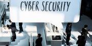 "En skylt med texten ""Cyber Security"" över Huaweis bås vid Cebit-mässan i Hannover 2016. Ole Spata / TT / NTB Scanpix"