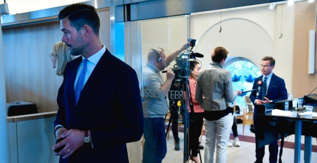 Moderaternas rättspolitiske talesperson Johan Forssell och partiledaren Ulf Kristersson. Henrik Montgomery/TT / TT NYHETSBYRÅN