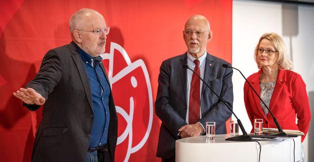 Frans Timmermans, kandidat att ta över som EU-kommissionens ordförande, tillsammans med Hans Dahlgren och Heléne Fritzons, S-toppnamn i EU-valet. Filip Erlind/TT / TT NYHETSBYRÅN