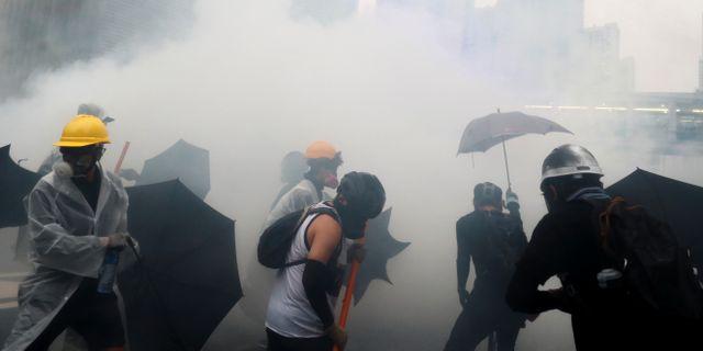 Sammandrabbningar mellan polis och demonstranter. THOMAS PETER / TT NYHETSBYRÅN