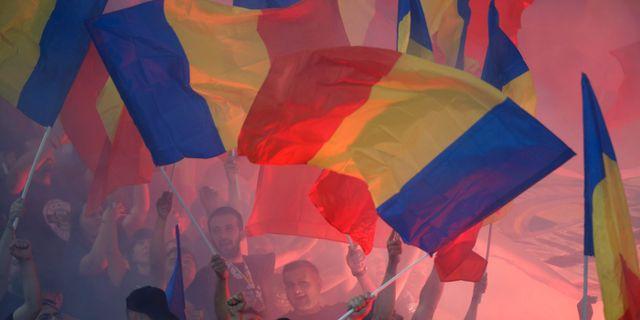 Rumänska fotbollsfans. STRINGER / BILDBYRÅN