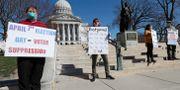Väljare demonstrerar för att valet ska skjutas upp. Amber Arnold / TT NYHETSBYRÅN
