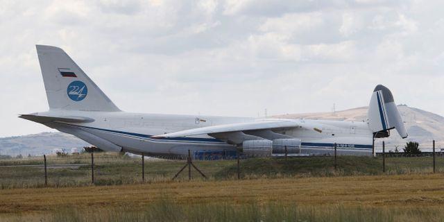 Flygplanet på bilden uppges ha haft med sig delar till S-400 till Turkiet.  TT NYHETSBYRÅN
