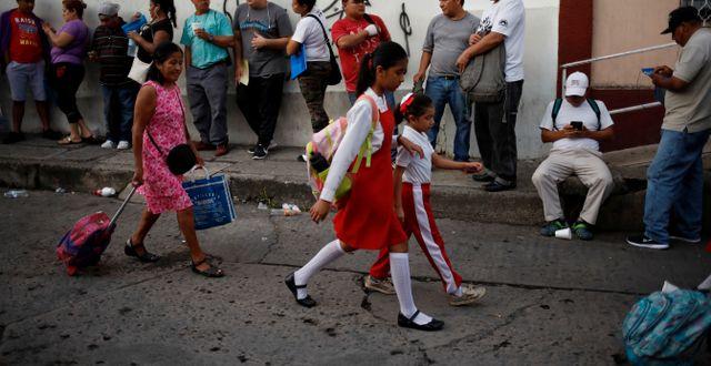 Skolflickor i Mexiko.  ANDRES MARTINEZ CASARES / TT NYHETSBYRÅN