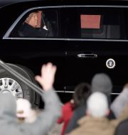 Trump i bil på väg från kampanjtal i Wisconsin. Morry Gash / TT NYHETSBYRÅN