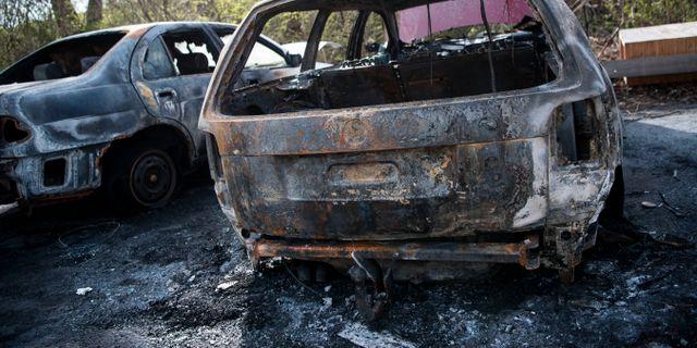 Nattliga bilbrander sprider sig over hela landet