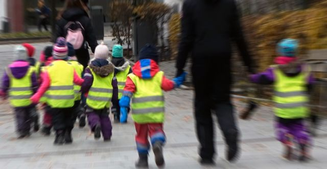 Förskolebarn på promenad. Hasse Holmberg/TT / TT NYHETSBYRÅN