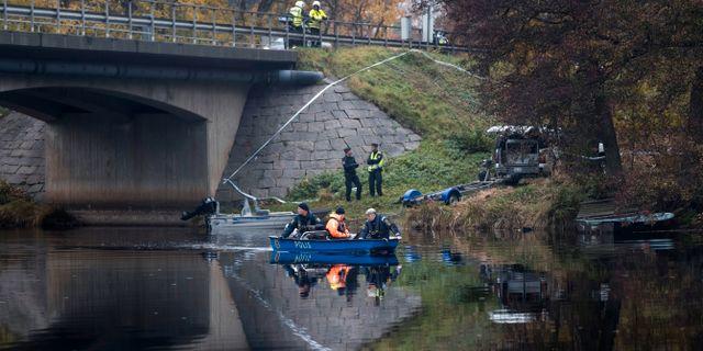 Polisen arbetar i Ätran. Thomas Johansson/TT / TT NYHETSBYRÅN