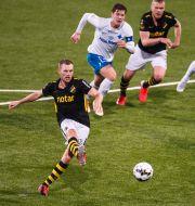 AIK:s Sebastian Larsson gör 2-2 på straff. JOSEFINE LOFTENIUS / BILDBYRÅN