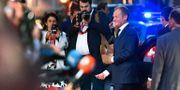 Donald Tusk anländer till middagen i Salzburg.  JOE KLAMAR / AFP