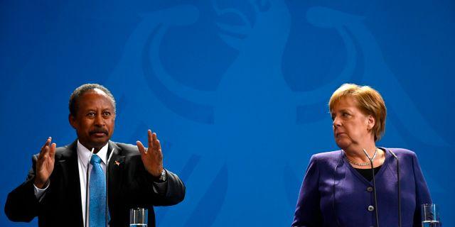 Abdalla Hamdok på besök i Tyskland i februari. Förbundskansler Angela Merkel till höger. JOHN MACDOUGALL / AFP