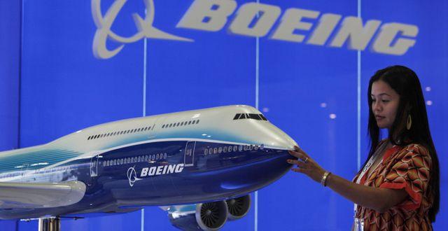 Illustrationsbild: Besökare tittar på Boeing-modell vid flygmässa i Hongkong.  Kin Cheung / TT NYHETSBYRÅN