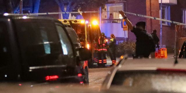 Polisen på platsen där det larmades om skottlossning i Nacka Claus Meyer/TT / TT NYHETSBYRÅN