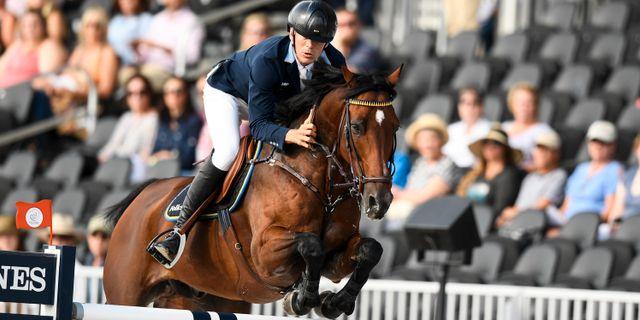 Sveriges Peder Fredricson på hästen Christian K under den första rundan i den individuella finalen i hoppning vid ryttar VM i Tryon, USA. Pontus Lundahl/TT / TT NYHETSBYRÅN