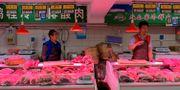 Illustrationsbild: Försäljare vid fläskstånd i Peking.  Fang Nanlin / TT NYHETSBYRÅN