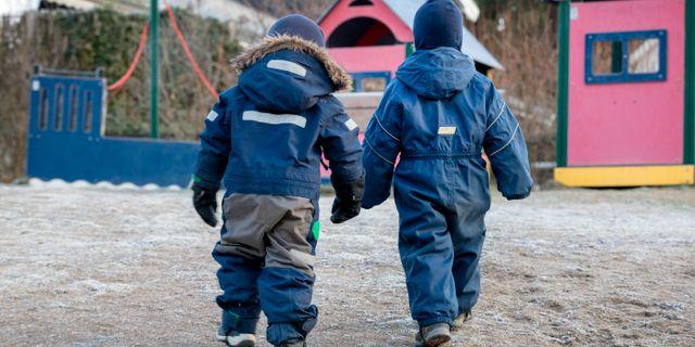 Två barn/arkivbild.  NTB / TT NYHETSBYRÅN