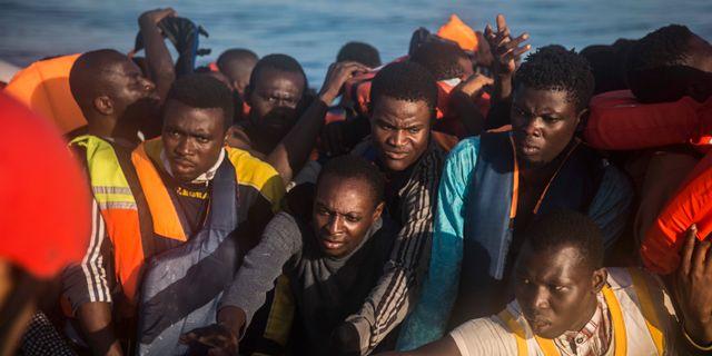 Over 1 300 migranter raddade utanfor italien