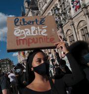 Demonstranter i Paris på fredagen Francois Mori / TT NYHETSBYRÅN