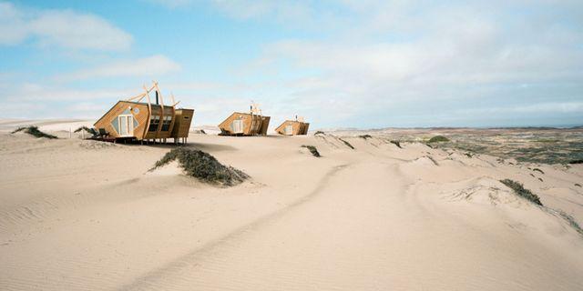 Shipwreck Lodge i Namibia är inte vilken safarilodge som helst – här bor du mitt i öknen på Skelettkusten. Shipwreck Lodge