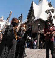 Fans besöker Harry Potters värld i Orlando.  Damian Dovarganes / TT NYHETSBYRÅN