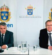 Spaningsledare Hans Melander och chefsåklagare Krister Petersson håller digital presträff om Palmeutredningen.  Polisen / TT NYHETSBYRÅN