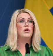 Socialminister Lena Hallengren.  Fredrik Sandberg/TT / TT NYHETSBYRÅN
