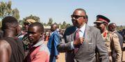 Malawis president Arthur Peter Mutharika lägger sin röst i sin hemby Goliati i södra Malawi. AMOS GUMULIRA / AFP