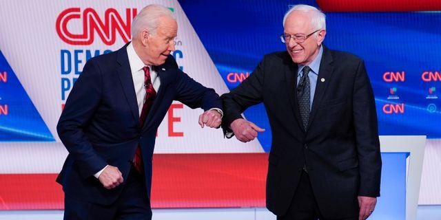 Joe Biden och Bernie Sanders.  Evan Vucci / TT NYHETSBYRÅN