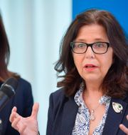 Arbetsmarknadsminister Eva Nordmark (S) och nytillträdda generaldirektören Maria Mindhammar. Anders Wiklund/TT / TT NYHETSBYRÅN