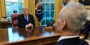 Arkivbild: Donald Trump och Liu He.  Susan Walsh / TT NYHETSBYRÅN