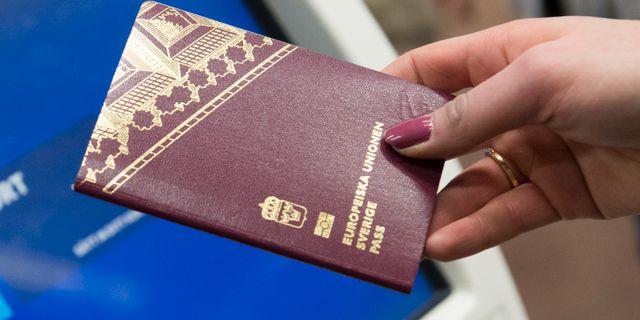 Ett svenskt pass/arkivbild.  Fredrik Sandberg/TT / TT NYHETSBYRÅN