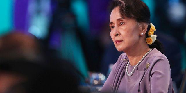 Tio etniska grupper har gått med på att föra fredssamtal som leds av Aung San Suu Kyi. Mark Metcalfe / TT NYHETSBYRÅN/ NTB Scanpix