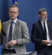 Mikael Damberg och John Ahlberk. Anders Wiklund/TT / TT NYHETSBYRÅN