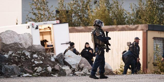 En stor polisinsats pågår efter skjutningen. LEHTIKUVA / TT NYHETSBYRÅN