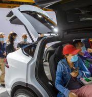 Tesla Model X SUV visas på en mässa i Beijing 2020. Mark Schiefelbein / TT NYHETSBYRÅN