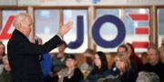 Joe Biden möter väljare. JOE RAEDLE / GETTY IMAGES NORTH AMERICA