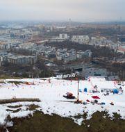 Arkivbild på skidåkning i Hammarbybacken – en backe som har stängt för säsongen. DANIEL STILLER / BILDBYRÅN