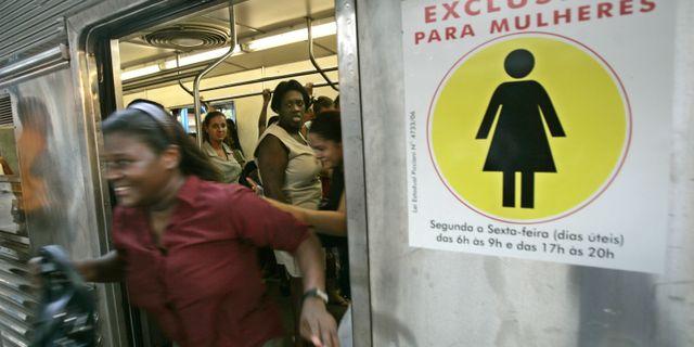 Tunnelbanevagn för kvinnor i Rio De Janeiro SILVIA IZQUIERDO / TT / NTB Scanpix