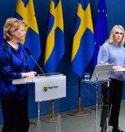 Harriet Wallberg och Lena Hallengren.  Jonas Ekströmer/TT / TT NYHETSBYRÅN