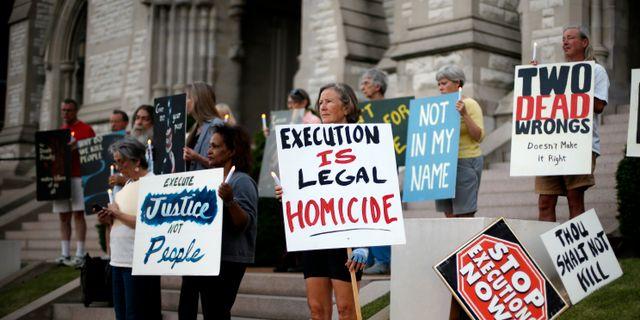 Protester mot avrattning