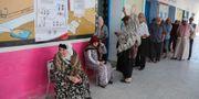 Tunisier köar för att lägga sin röst ANIS MILI / AFP