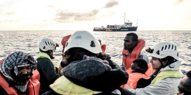 Migranter på väg mot räddningsfartyget Sea Watch 3. Arkivbild. Johannes Moths / TT NYHETSBYRÅN/ NTB Scanpix