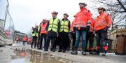 Delar av regeringen besöker en byggarbetsplats i Högdalen i Stockholm Hossein Salmanzadeh/TT / TT NYHETSBYRÅN