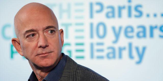 """Arkivbild: Bezos anslöt sig i höstat till """"the Climate Pledge"""", med målet att uppfylla kraven i Parisavtalet tio år i förväg Pablo Martinez Monsivais / TT NYHETSBYRÅN"""