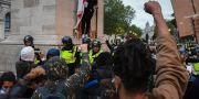 Demonstranter och polis i London.  Alberto Pezzali / TT NYHETSBYRÅN