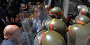 Juan Guaidó hindras från att ta sig in till nationalförsamlingen. Matias Delacroix / TT NYHETSBYRÅN