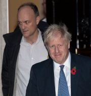 Dominic Cummings och Boris Johnson.  Matt Dunham / TT NYHETSBYRÅN